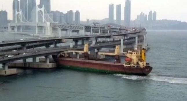 რუსული გემი, რომელსაც მთვრალი კაპიტანი მართავდა, სამხრეთ კორეაში ხიდს შეეჯახა - ხიდი გადარჩა