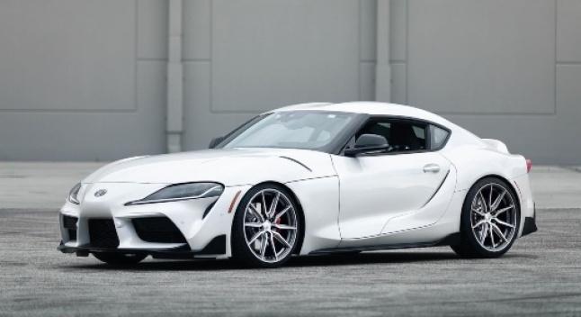 როგორ გამოიყურება 2020 წლის Toyota Supra ახალი თვლებითა და დაბალი საკიდარით
