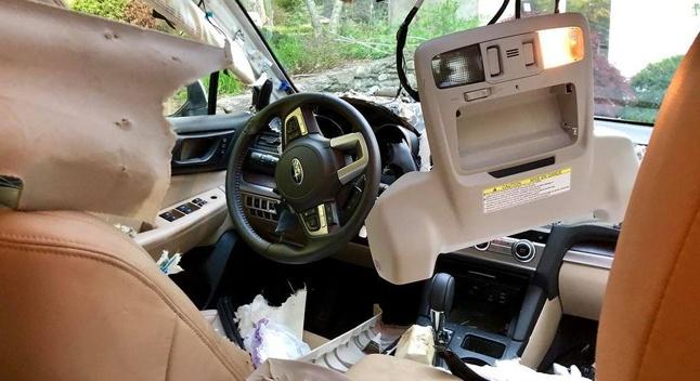 Subaru-ში შეპარულ დათვს კარი ჩაეკეტა - მხეცმა სალონი მთლიანად გაანადგურა